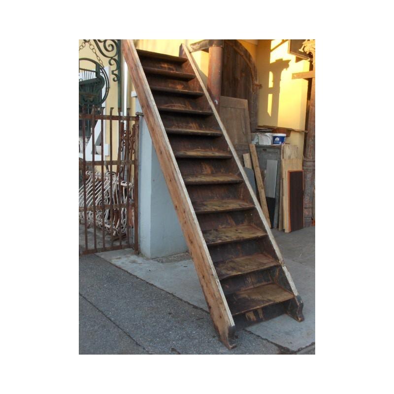 Escaliers rustiques en bois maison forain for Comhabillage bois escalier